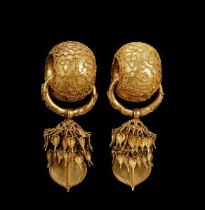 Earrings found in 1915 by Gyeongju. The diametre of the circle in the middle is 3,5 cm. Photo: National Museum of Korea/Wikimedia Commons/Creative Commons.